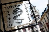 Den Tumi Piercing en Laser tattoo verwijdering logo