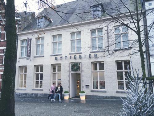 CHAPTER 4 - Byttebier Urban Store Kortrijk