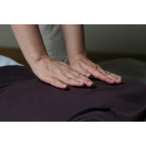 Kizzy's Yoga & Massagehuis U ontvangt een warm welkomsdrankje tijdens een k...